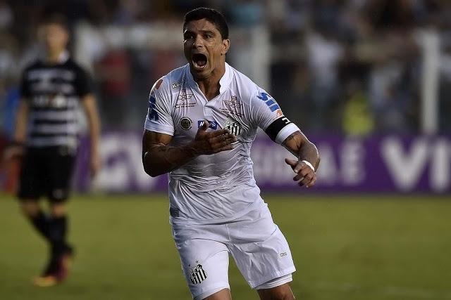 Autor do gol da vitória, Renato, mantém o time vivo na competi~~ao. (Foto: www.ademirquintino.com.br)